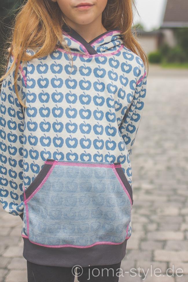 Jacquard Liefde in blau von Lillestoff - Hoodie von Klimperklein - JOMA-style.de