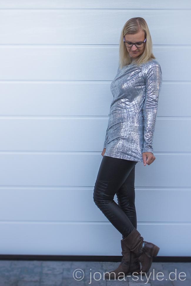 Burda-Shirt aus Silbermetallic-Jersey - Burda 01/20144 #122 --> JOMA-style; Jersey: Metallic Jersey in grau/silber von Lillestoff