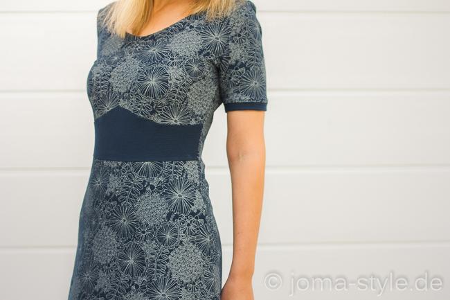Kleid Dira von Prülla und Mira - Stoff: Laced Flowers von Lillestoff --> JOMA-style.de