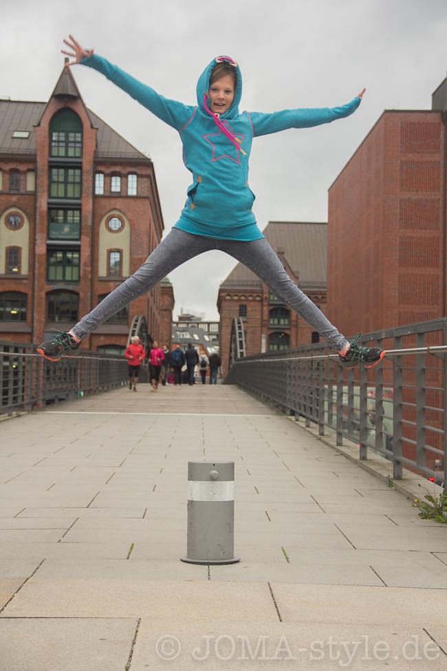 Lou von Kibadoo in Hamburg aus Lillestoff-Kuschelsweat --> JOMA-style.de
