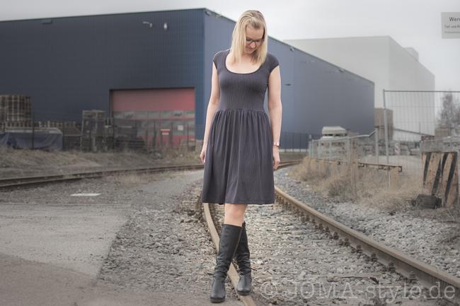 Luftkuss -Kleid von Sarona Homemade aus Pfingstrose-Kombi von Lillestoff --> JOMA-style.de