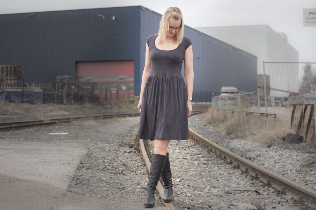 Luftkuss-Kleid aus Lillestoff Pfingsrose-Kombi --> JOMA-style.de