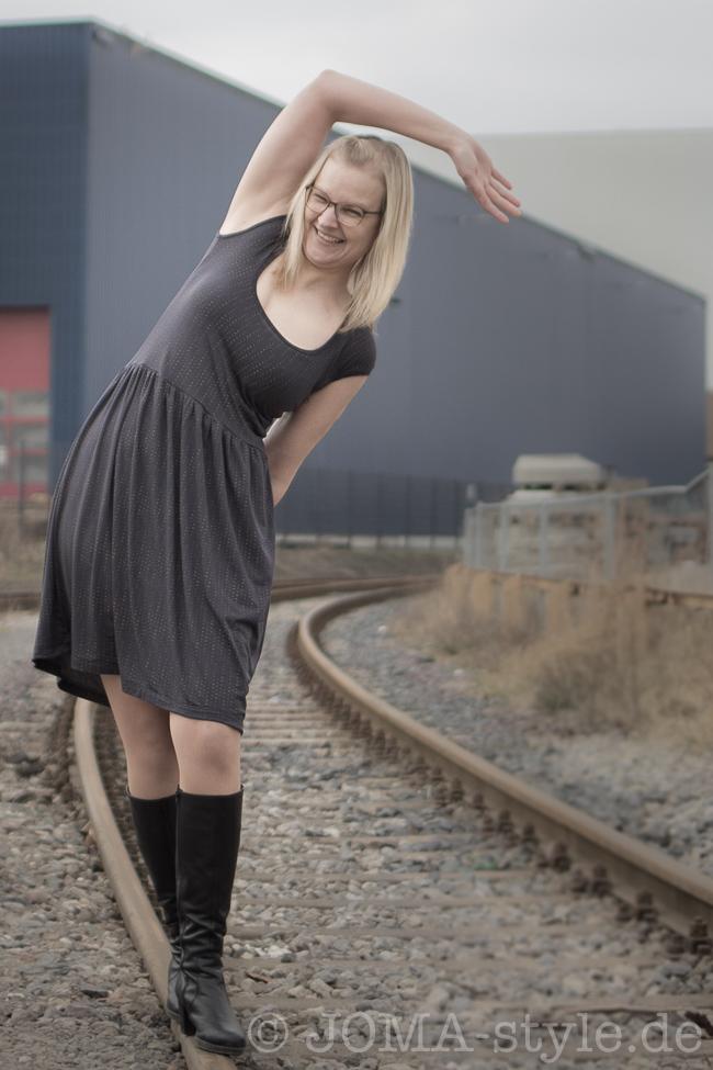 Luftkuss -Kleid aus Pfingstrose-Kombi von Lillestoff --> JOMA-style.de